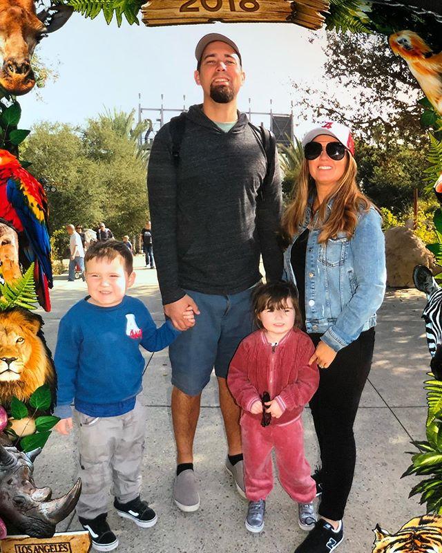 Family posing in front of the LA Zoo in California. | 1 Week in Los Angeles, California