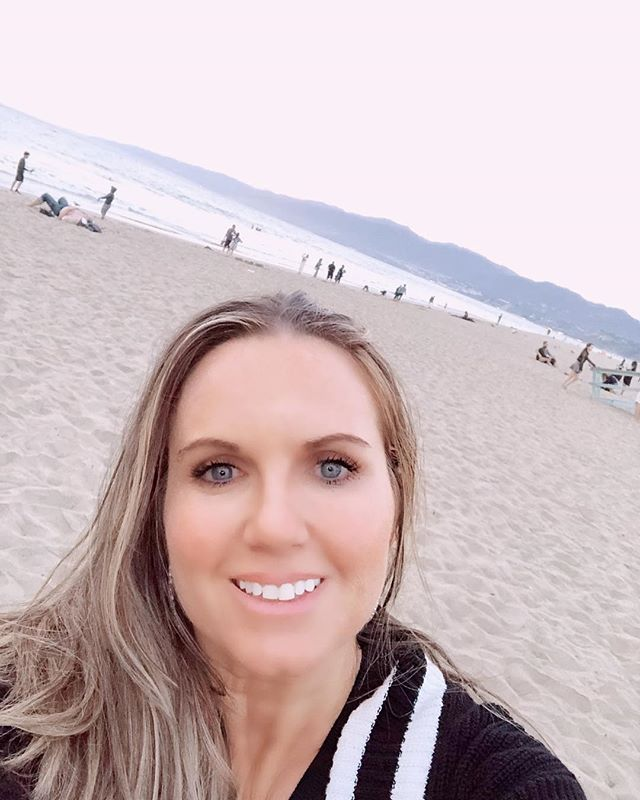 Woman taking a selfie on the beach at Santa Monica Pier in California. | 1 Week in Los Angeles, California