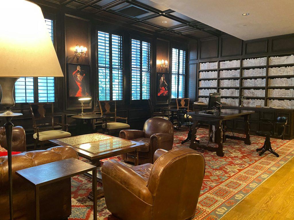 Lounge library area in Hotel Valencia