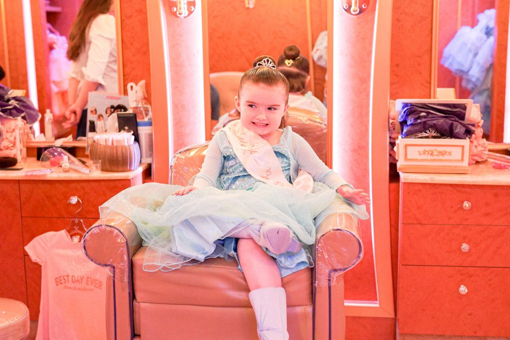 Little girl at a beauty boutique.| Disney Dream Cruise