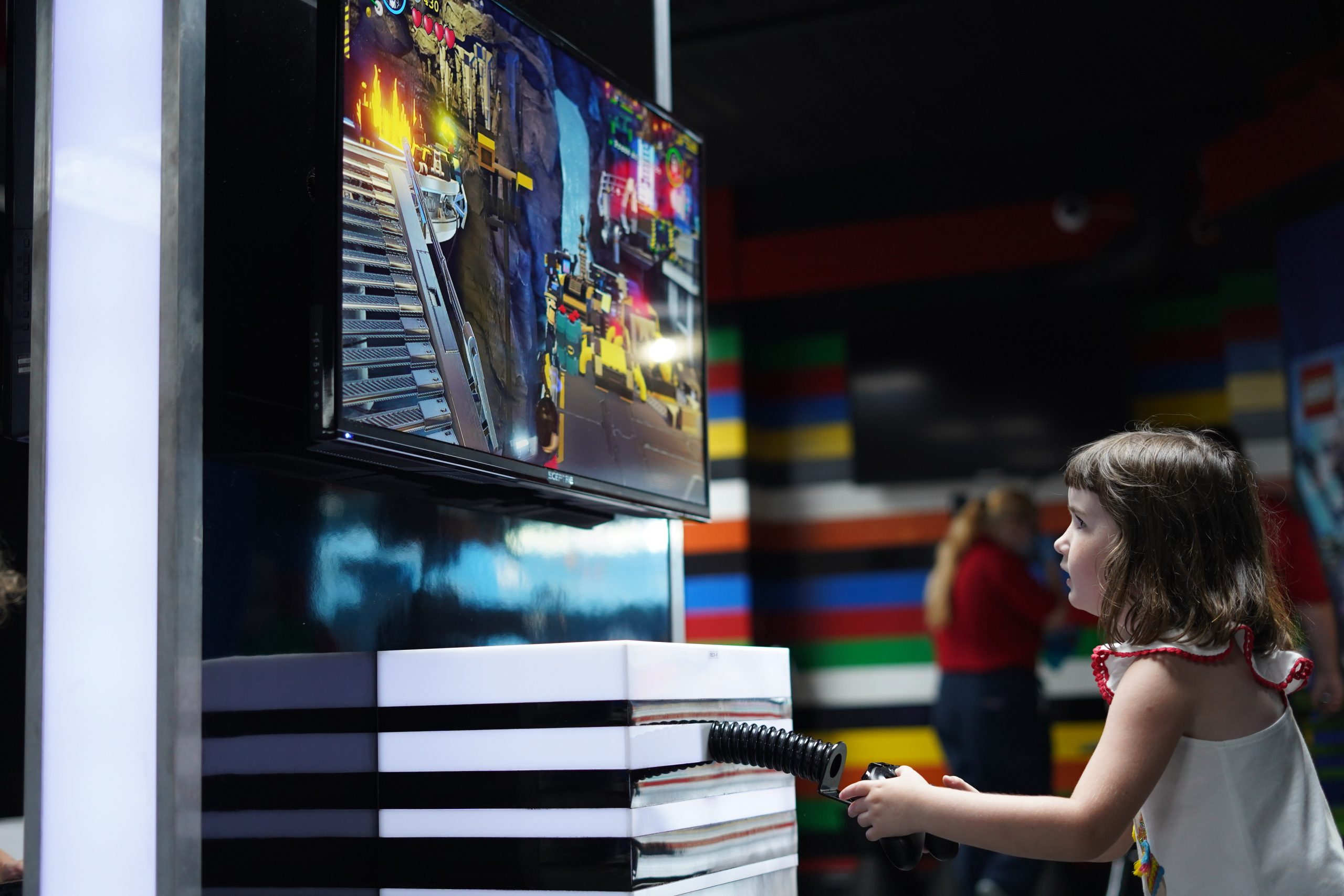 Little girl playing a game in Imagination Zone in LEGOLAND.  | Guide to LEGOLAND Florida