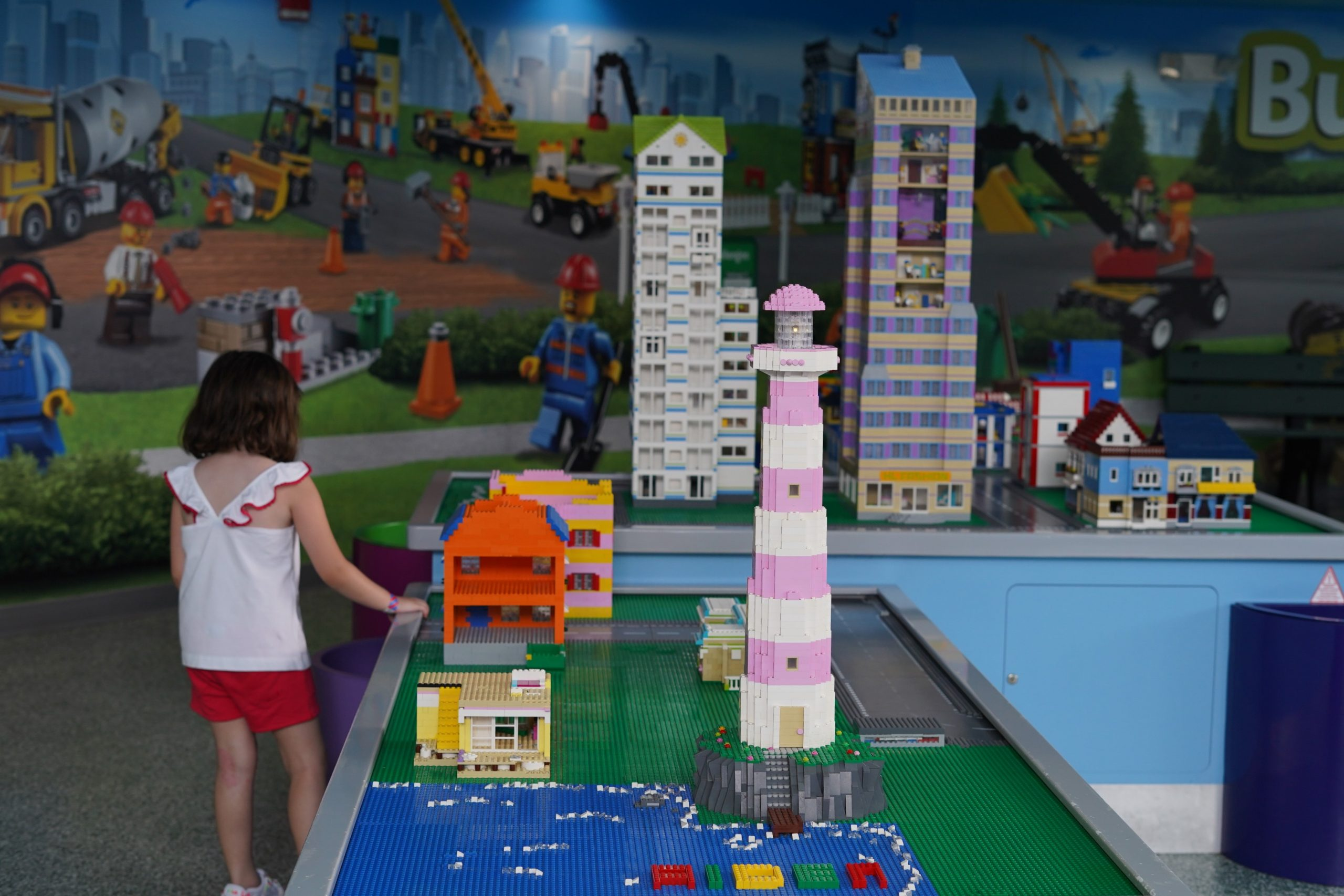 Little girl looking at lego displays in Imagination Zone in LEGOLAND.  | Guide to LEGOLAND Florida