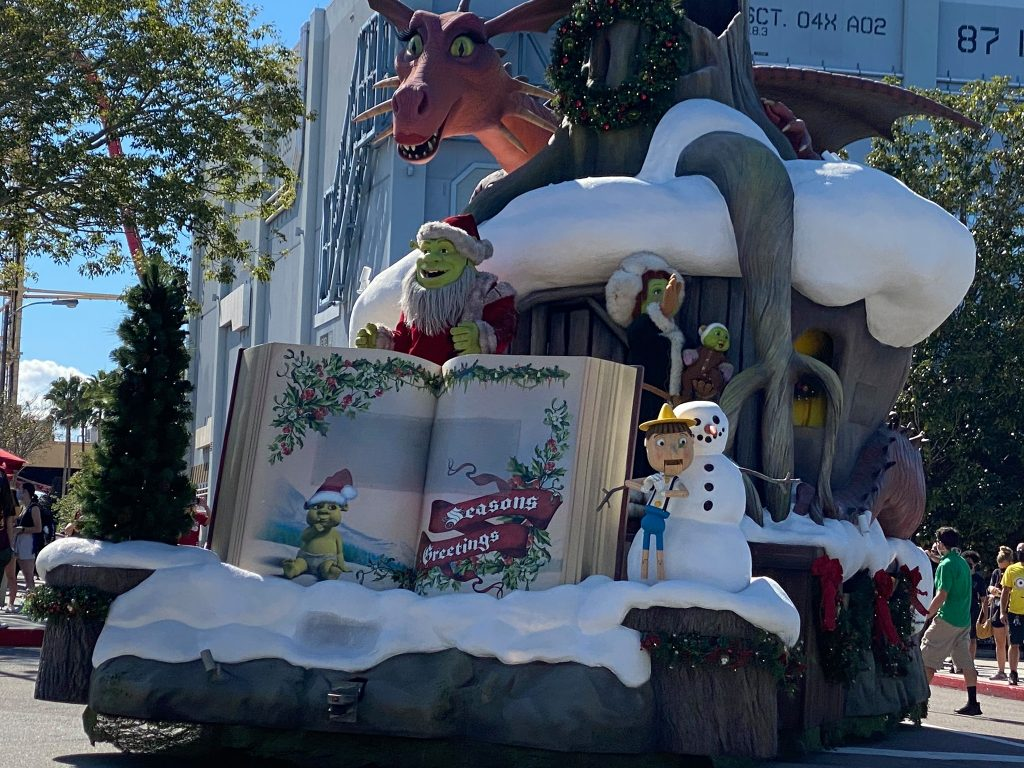 Pop up show of Christmas Shrek in Universal Studios.   A Guide to Universal Studios Orlando with Kids